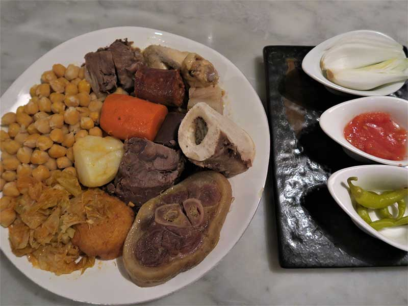 Cocido Madrileño en Taberna y Media Segundo vuelco garbanzos carne y verdura