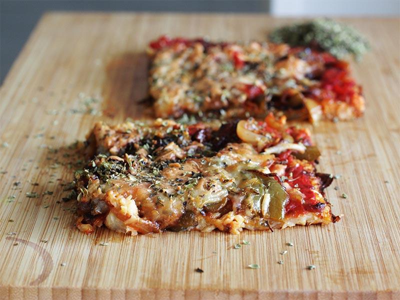 Pizza de coliflor con atun y verduras