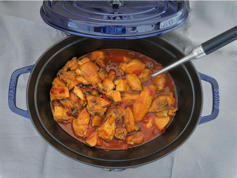 Pollo al chilindron en Cocotte STAUB de Zwilling