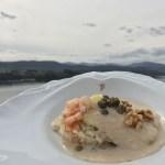 Merluza del pincho de Burela, salsa de nueces y alcaparras