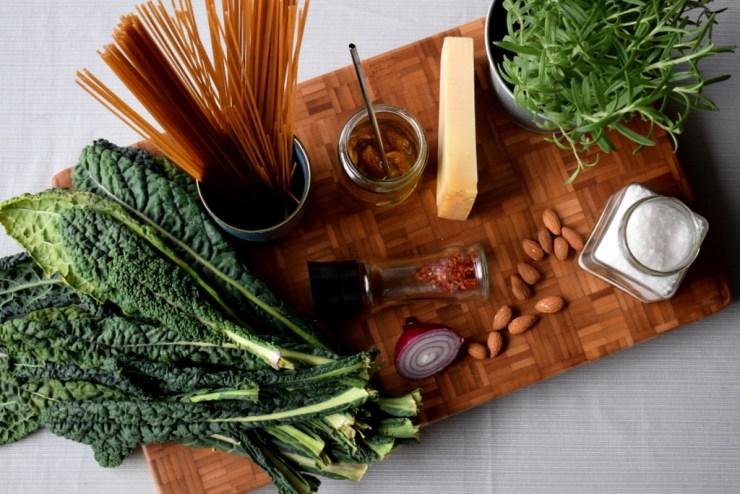 spaghetti, palmekaal, oliven, pastaret, efteraar, spiseftersaeson, vegetar, rosmarin, hurtig mad, hverdagsmad, gastroequation
