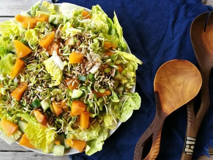 sprød salat med kakifrugt
