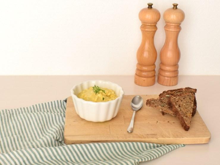 æggesalat med karrt