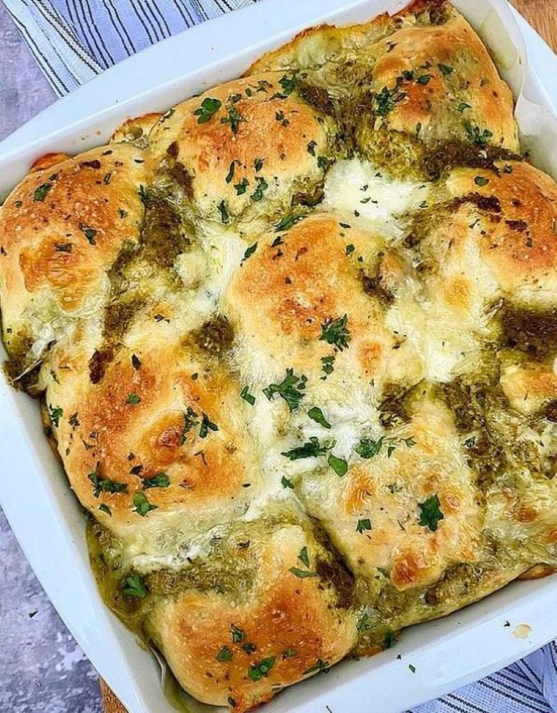 Brydebrød med pesto, mozzarella og hvidløg