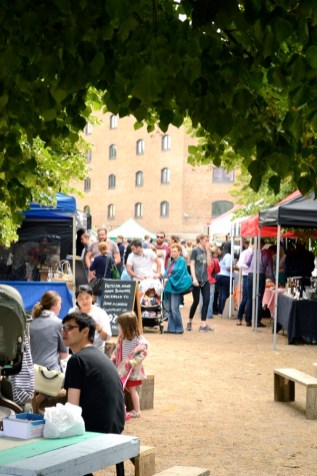 wapping market crowd