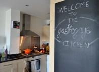 kitchen, interior design, blackboard, gastrogays, Le Creuset, apartment living