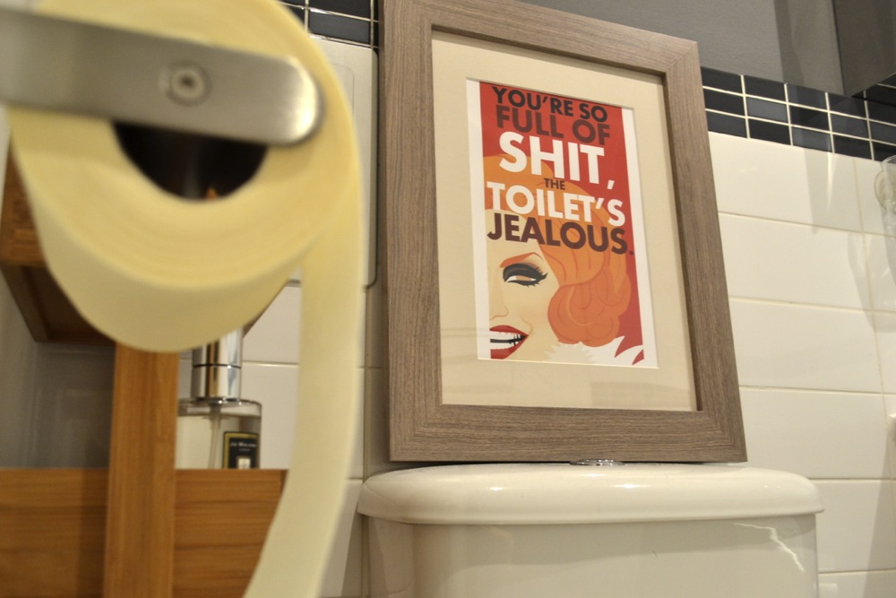 bathroom, interiors, interior design, apartment, toilet, toilet roll, chad sell, rupauls drag race, jinkx monsoon