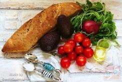 Hozzávalók-Paradicsomos avokádó saláta