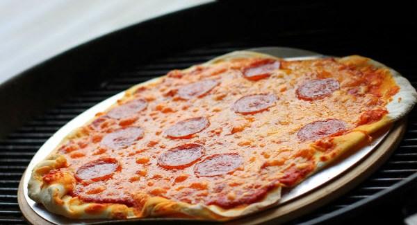 Hjemmelavet pizza på grillen er genialt