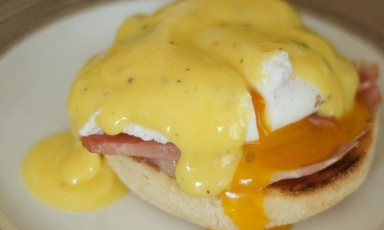 Opskrift: Eggs Benedict – den bedste morgenmad ever!