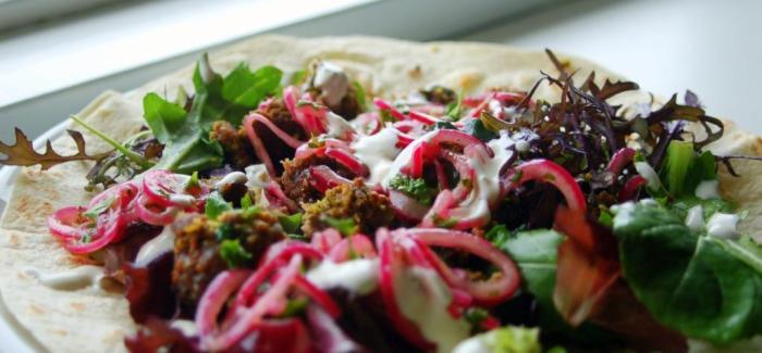 Hjemmelavet durum med lam og pistacienødder