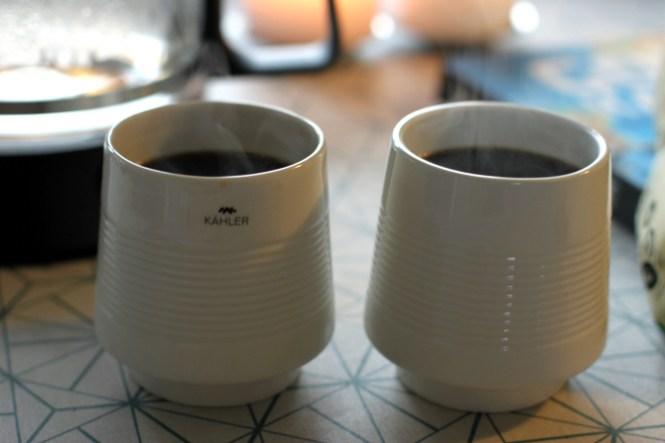 """""""Av av fars kaffe den er meget meget varm..."""""""