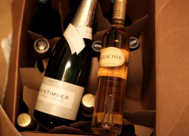 2 kasser vin ankommer...