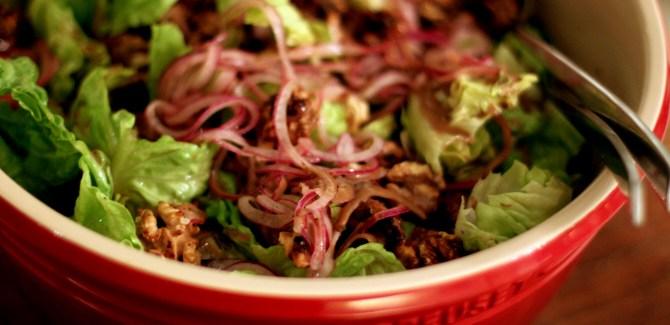 Salat med sennepsvinaigrette – perfekt tilbehør til sommerens grillmad
