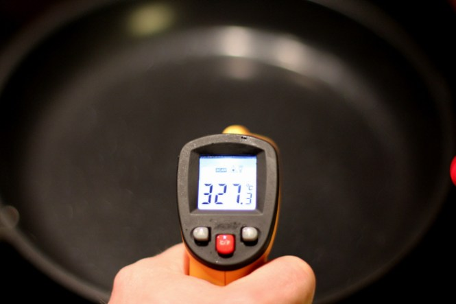 Temperaturen stopper ca. ved 325 grader og forbliver her...