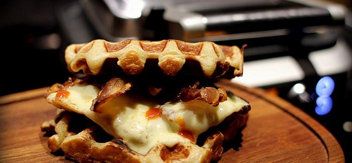 Chicken and Waffles – med ost og bacon selvfølgelig
