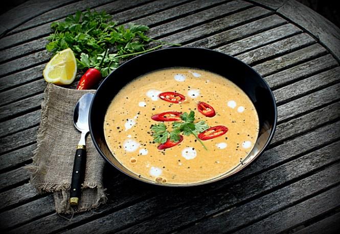 Rød linse suppe med chili, ingefær og persille...