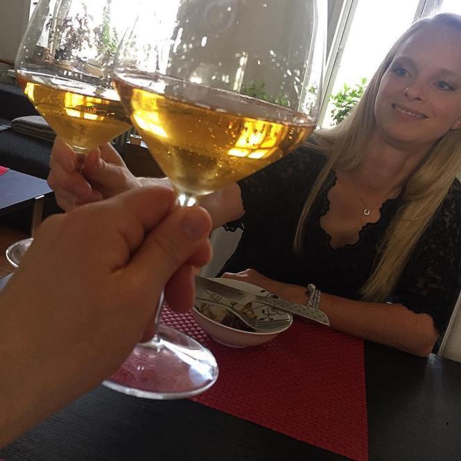 skåler i vintage champagne