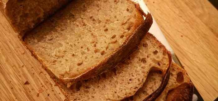 SURDEJSSKOLEN: Sprødt og svampet sandwichbrød med surdej og porter