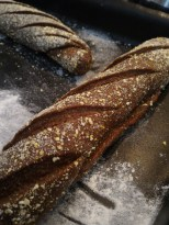 faça pequenos cortes na massa antes de fermentar