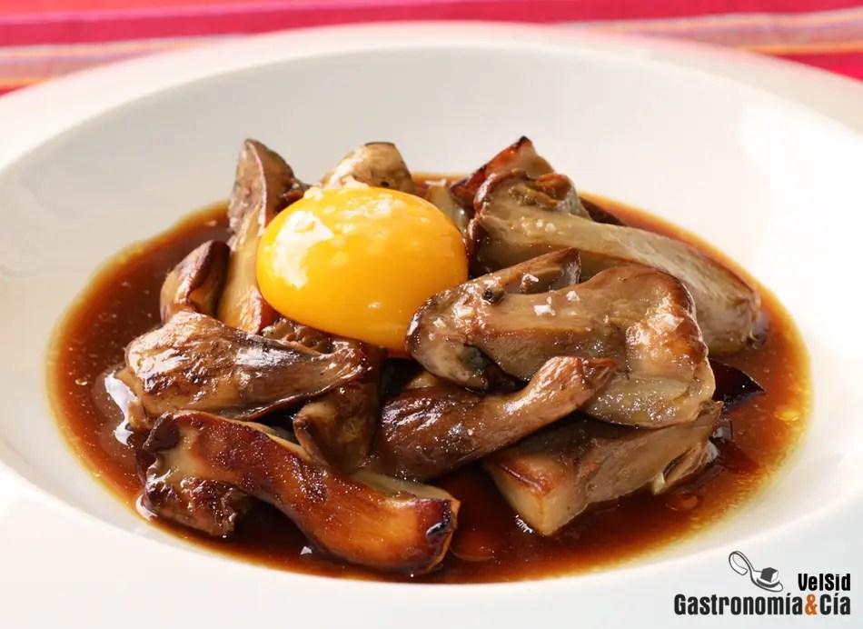 Boletus con yema de huevo y aceite de trufa  Gastronoma