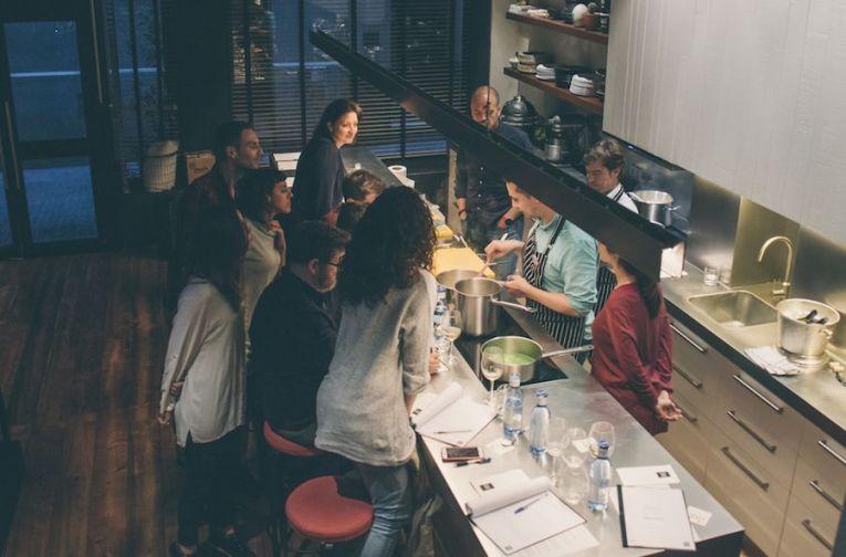 Talleres de cocina para mejorar el rendimiento deportivo y perder peso en Ovejas Negras Company - Gastronomía y Moda