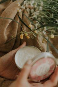 ¿Por qué se nos resecan tanto las manos y cómo evitarlo? - Gastronomía y Moda
