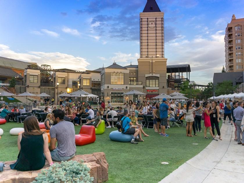 Tastemakers 2017 - crowd, sun setting