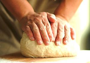 aluat pentru paine de casa framantat manual
