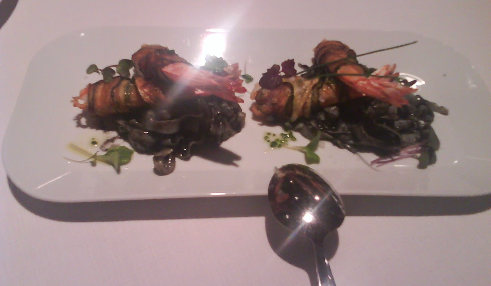 Botein - Tallarines de calamar con langostinos