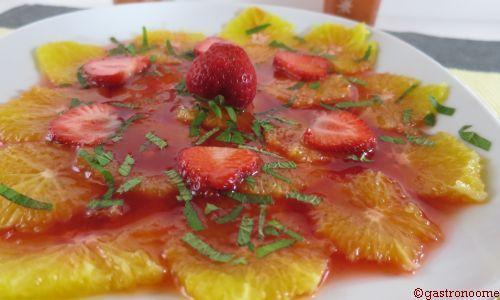 Carpaccio d'oranges au sirop de fraise