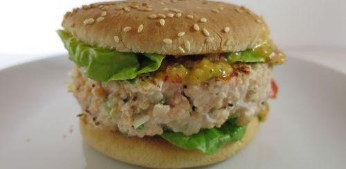 Burger au saumon à la sauce mangue