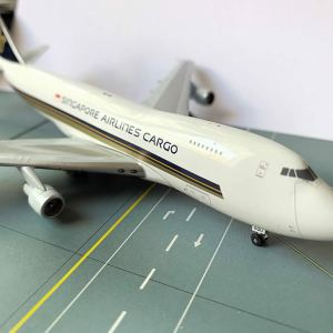 Singapore Airlines Boeing 747-4F 1:400 Scale Model