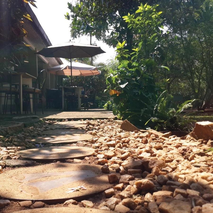 Garden Walk Buffalo Cottage District 5: Gately Inn Entebbe