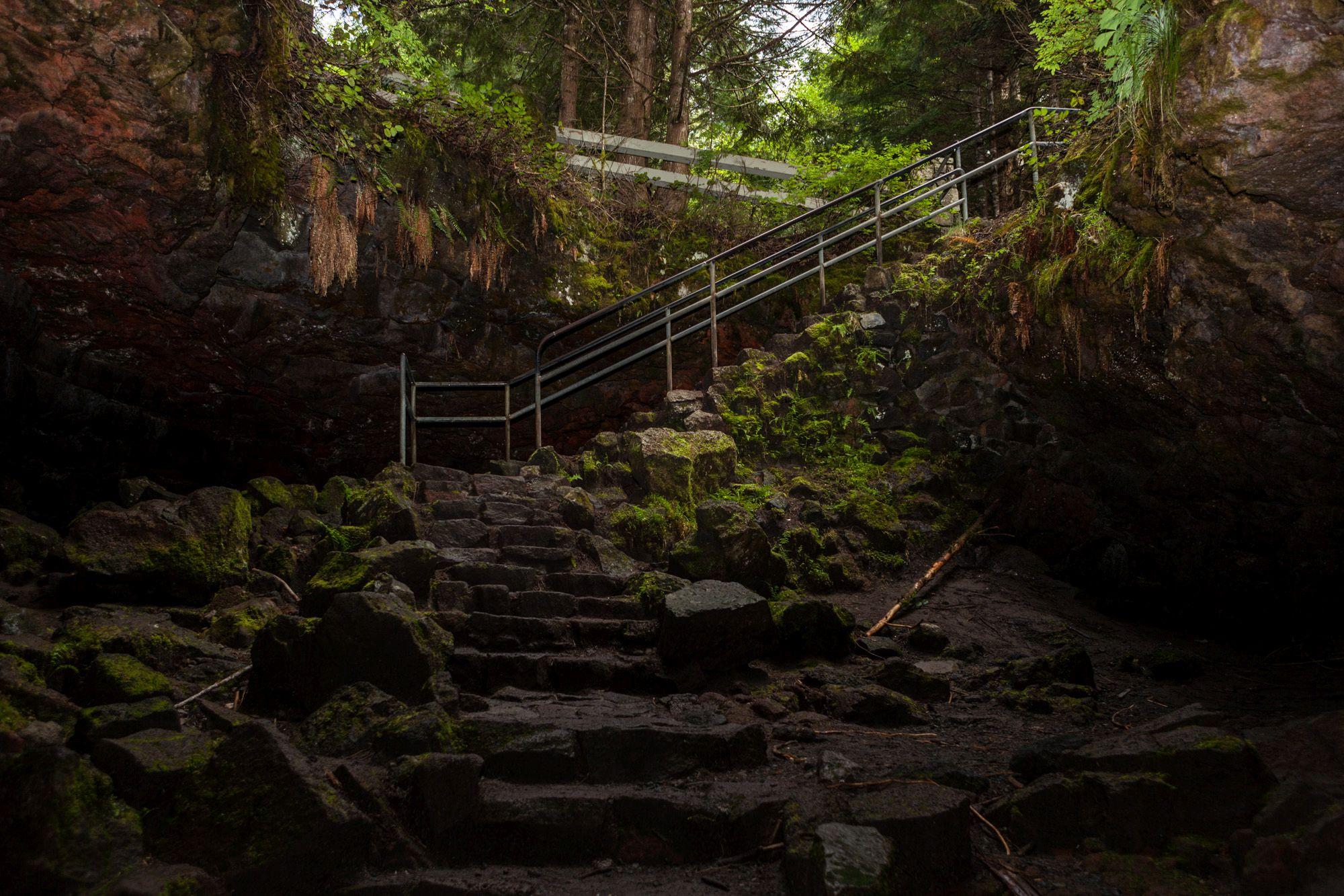 Underground Adventure inside the Ape Cave Lava Tube