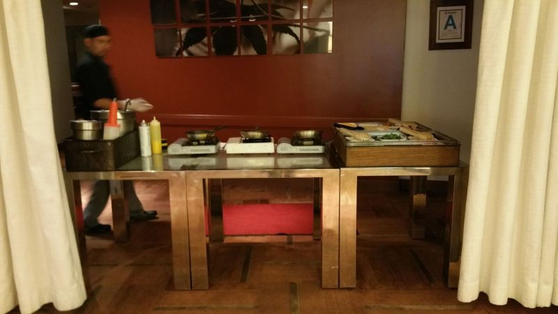 Omelet Table