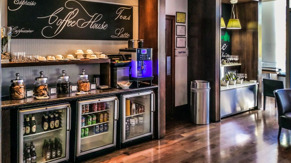 Coffee and Wine Bar at the Club Side