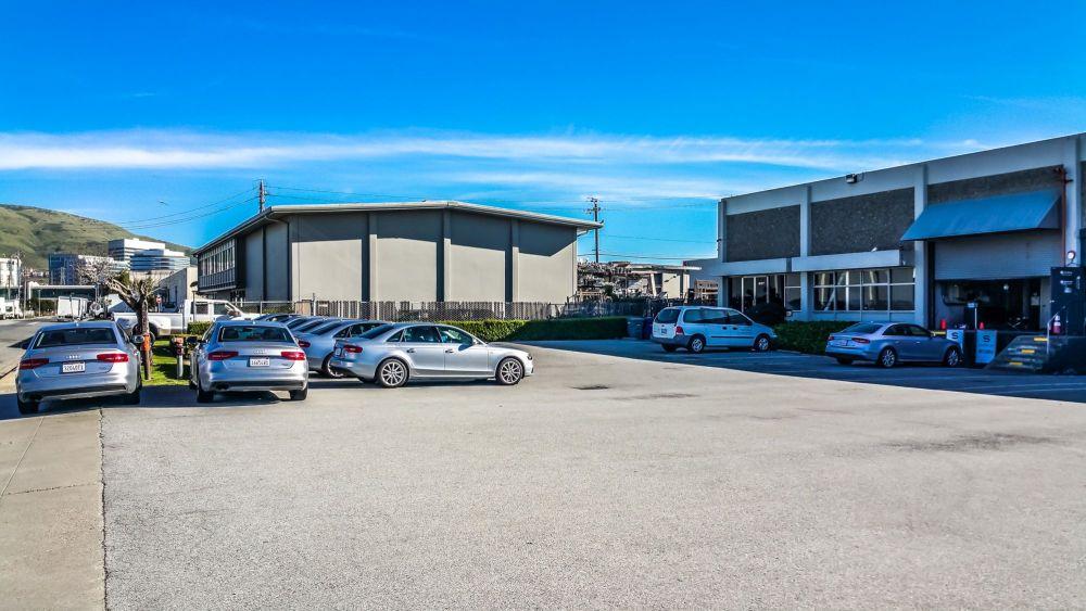 Silvercar Rental Center