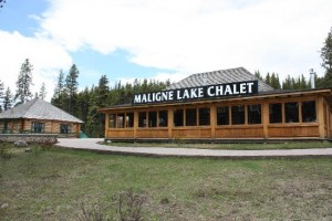 Maligne Lake Chalet and guest house