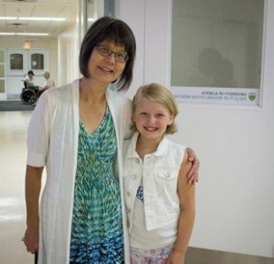Cadence Kube with physical therapy professor Jaynie Yang.