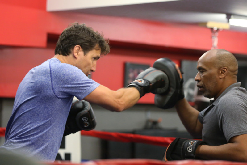 The Leader of the Liberal Party of Canada, Justin Trudeau, works out this morning at Paul Brown Boxfit in Toronto. / Le chef du Parti libéral du Canada, Justin Trudeau, s'entraîne ce matin au Paul Brown Boxfit à Toronto.