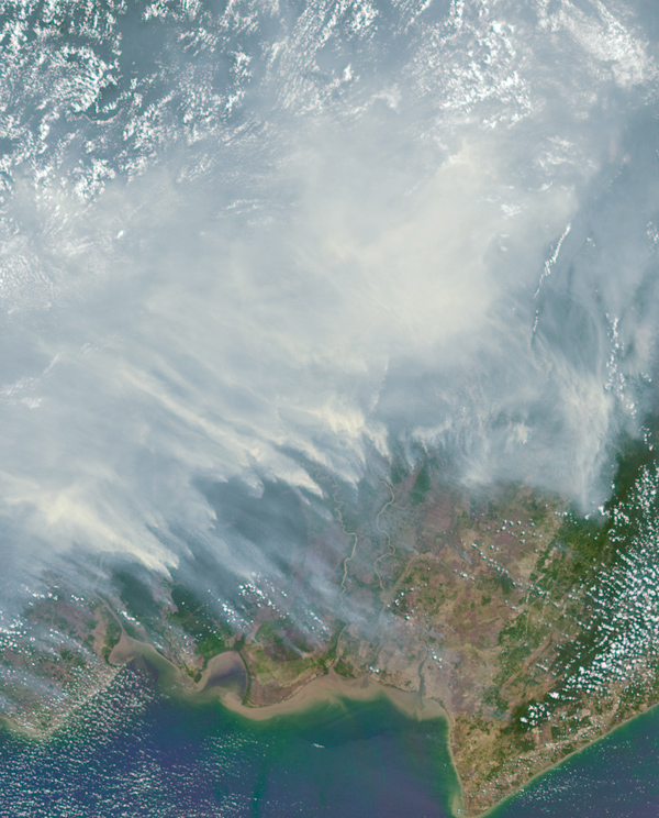 Extreme drought, a predictable impact of El Niño, fuels wildfires on the island of Borneo on October 14. NASA/GSFC/LaRC/JPL-Caltech, MISR Team
