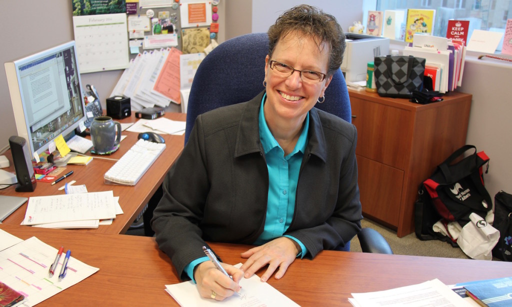 UNA First Vice-President Jane Sustrik signs a letter to Prime Minister Justin Trudeau calling on the federal government to improve services for First Nations children in Canada.
