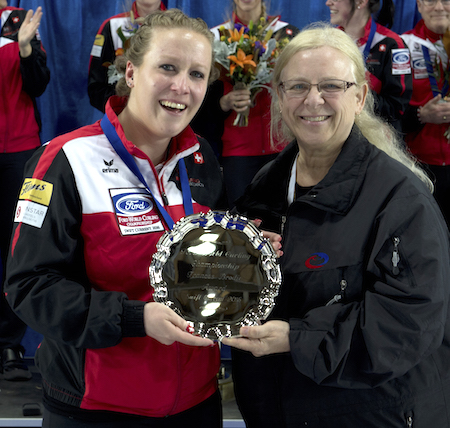 Switzerland third Irene Schori, left, accepts the Frances Brodie sportsmanship award from Chief Umpire Dianne Barker. (Photo, Curling Canada/Michael Burns)
