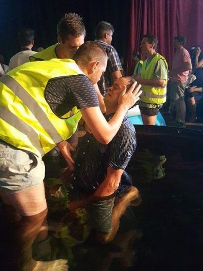 Walk by faith Reino baptising