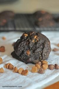 Dark Chocolate Peanut Butter Cookies| carmelmoments.com