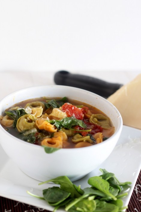 Spinach Tortellini Soup - This tortellini soup is chock full of veggies and flavor. Perfect weeknight meal. Pair up with bread for a healthy lunch or dinner. \\ gatherforbread.com