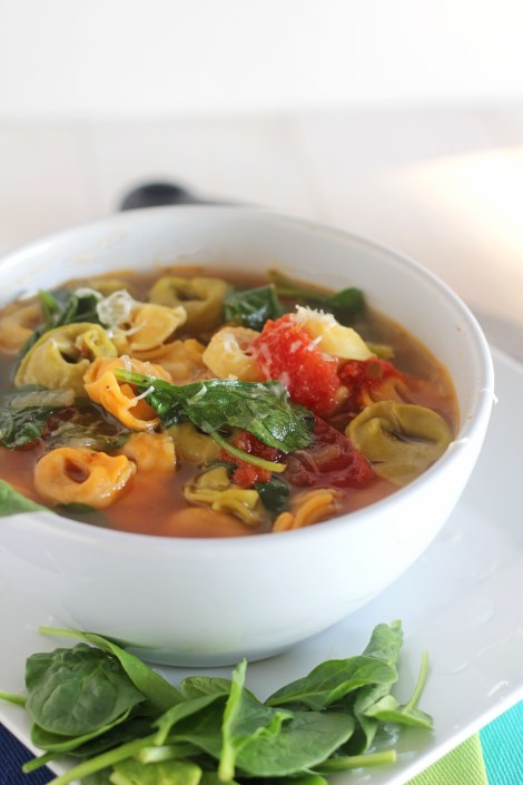Spinach Tortellini Soup - This tortellini soup is chock full of veggies and flavor. Perfect weeknight meal. Pair up with bread for a healthy lunch or dinner. \ gatherforbread.com