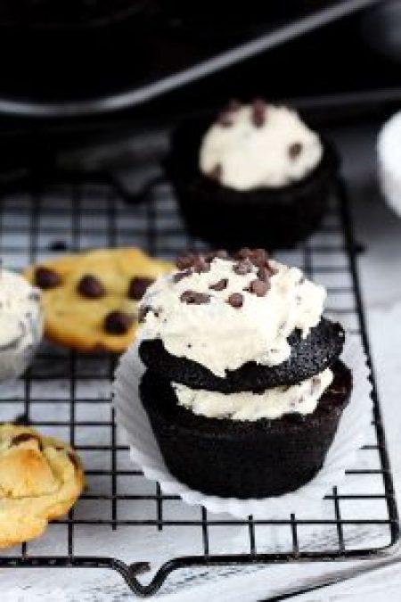 Cookie-Dough-Chocolate-Cupcakes-5