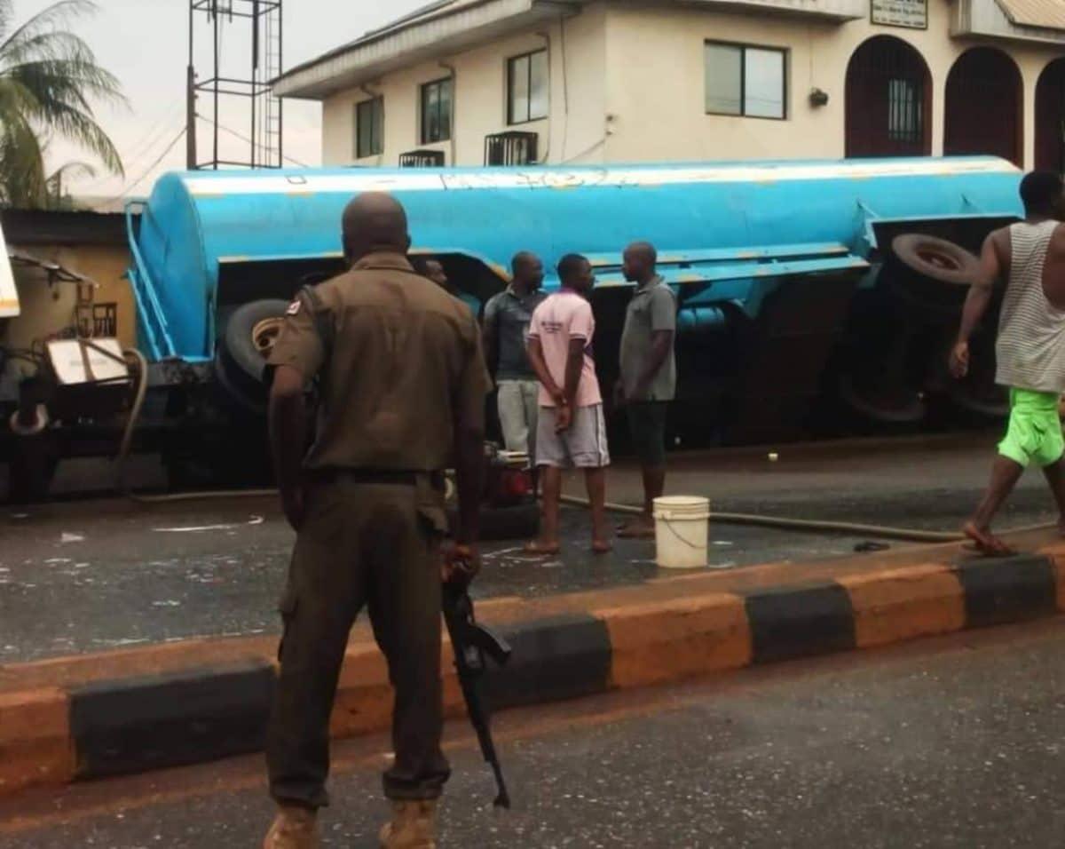Nigerians, policemen scoop fuel near Army barracks as tanker falls in Lagos [Video]